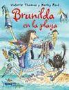 BRUJA BRUNILDA EN LA PLAYA